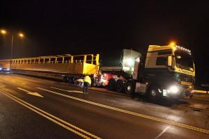 Een truck met oplegger combinatie van in totaal 63 meter