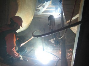 voestalpine-welding of the table inside the vertical mill