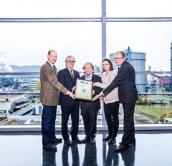 Awarding of the Green Brands Seal, from left: Norbert Lux (Director of Green Brands), CEO Wolfgang Eder, Fritz Hinterberger (President of SERI, Green Brands jury member), Claudia Korntner (CR, voestalpine AG), Johann Prammer (Environmental Affairs, voestalpine AG)