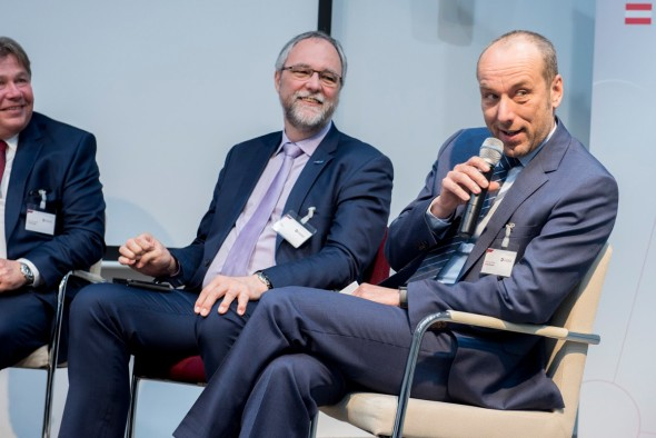 Walter Schickmaier (right) provides insights into Industry 4.0 at voestalpine. Copyright: Austrian Standards, Peter Tuma